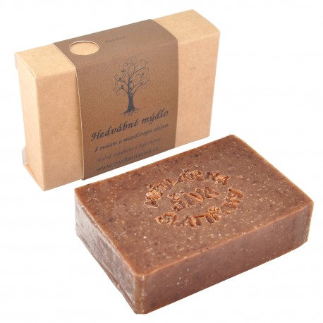 Hedvábné mýdlo s medem a mandlovým olejem